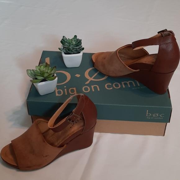 ‼️FINAL PRICE‼️NWB b.o.c. Wedge Heels Size 8